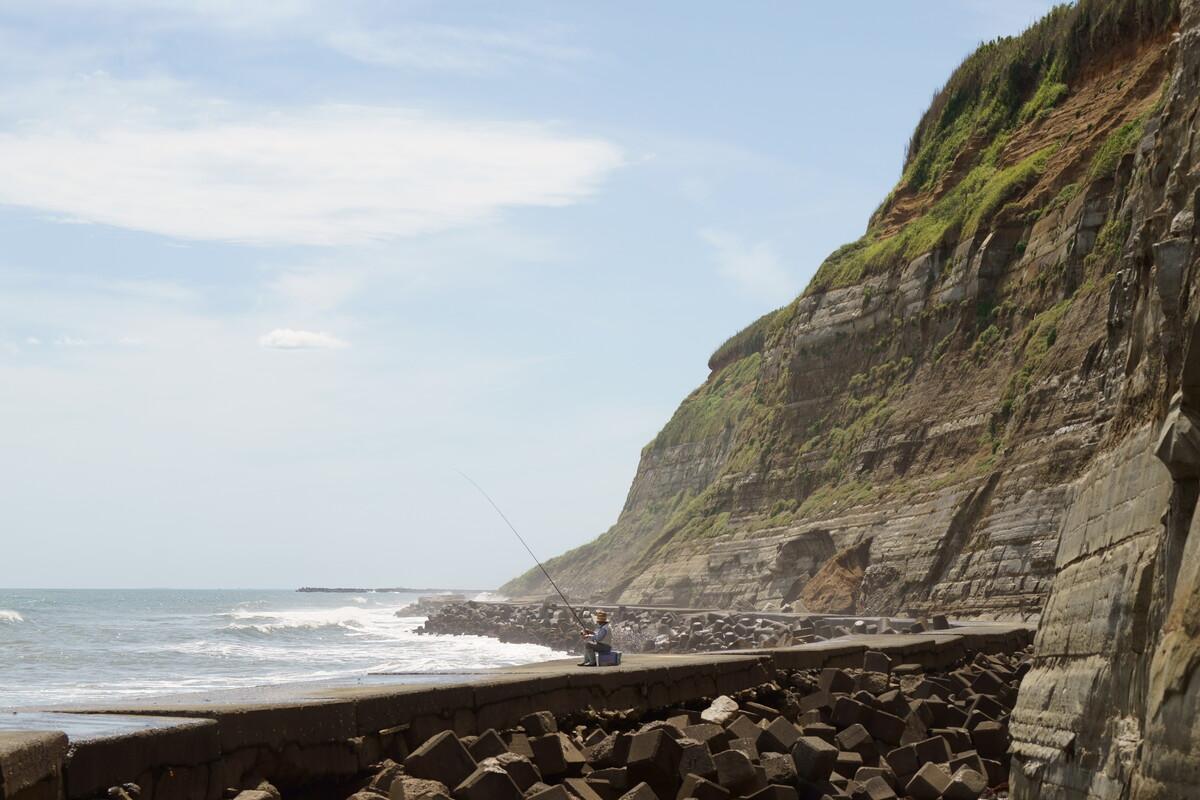 岬の釣人.JPGのサムネイル画像