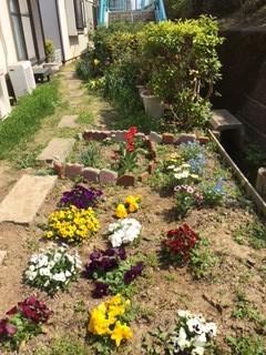 庭に花が咲き、麻雀も楽しく!(ウッドランド通いの場)