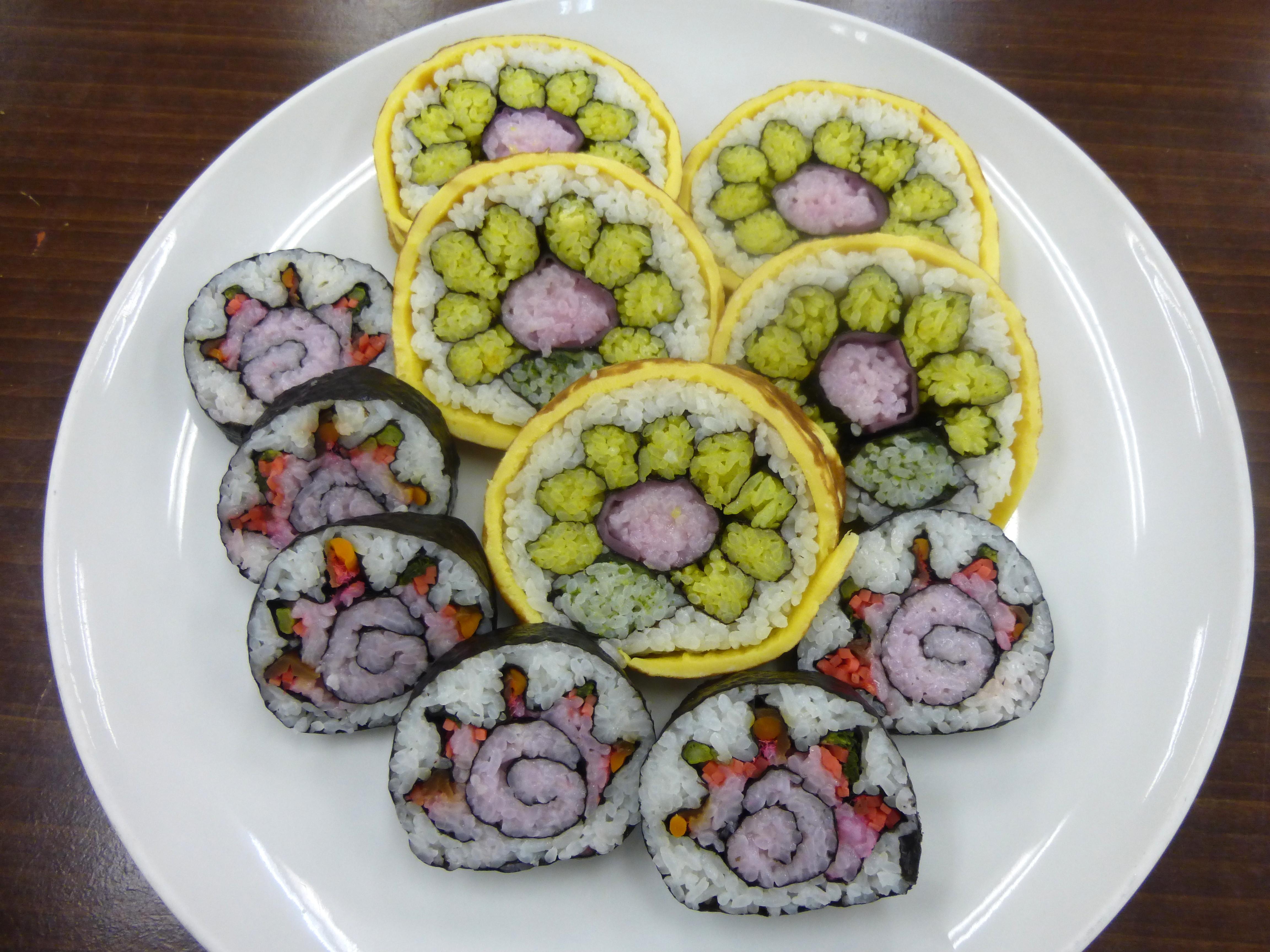 「いちはら食育の会」主催の「房総太巻き寿司の体験教室」が開かれ多くの方が参加されました。